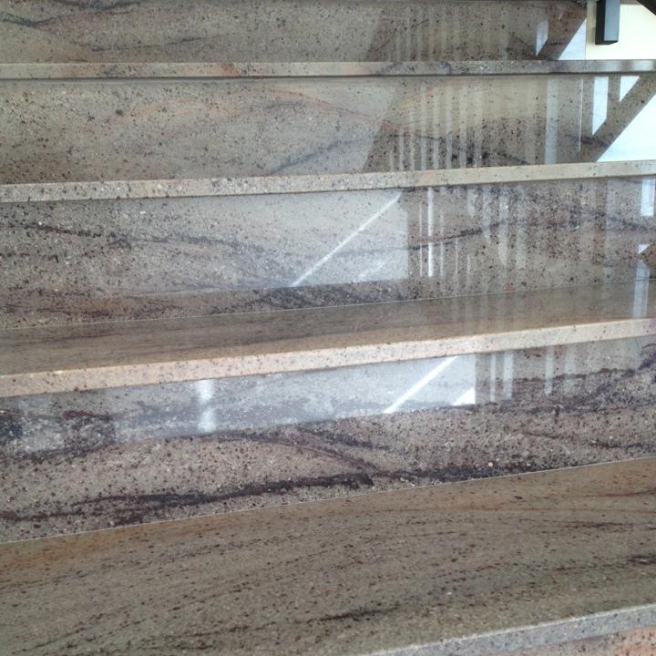 Scala in granito campobello lavorazione marmi e graniti for Marmi scala